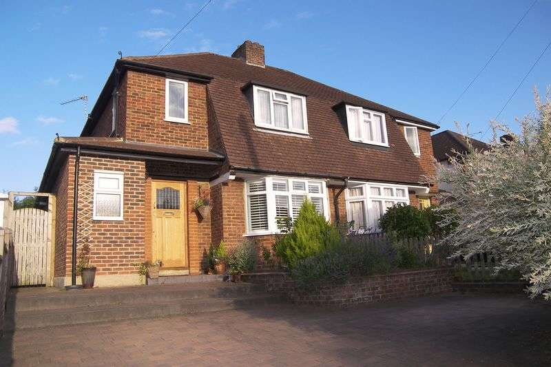 3 Bedrooms Semi Detached House for sale in Common Road Claygate