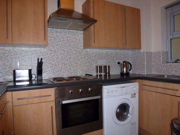 2 Bedrooms Apartment Flat for sale in Whitehall Croft, New Farnley, Leeds, West Yorkshire, LS12