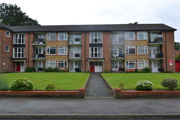 2 Bedrooms Apartment Flat for sale in Elm Court, Sutton Road, Walsall