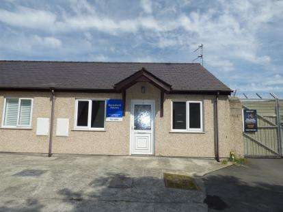 1 Bedroom Bungalow for sale in Stanley Bungalows, St. Cybi Street, Holyhead, Sir Ynys Mon, LL65
