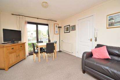 2 Bedrooms Flat for sale in Robin Chase, Pudsey, West Yorkshire