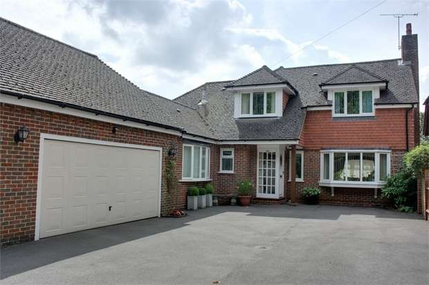 4 Bedrooms Detached House for sale in Rowhills, Farnham, Surrey