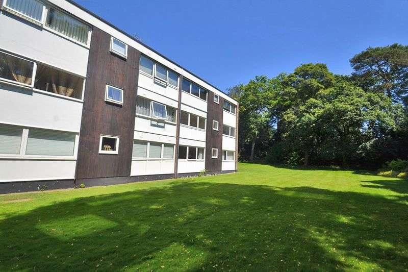 2 Bedrooms Flat for sale in Highpoint, Weybridge, Surrey