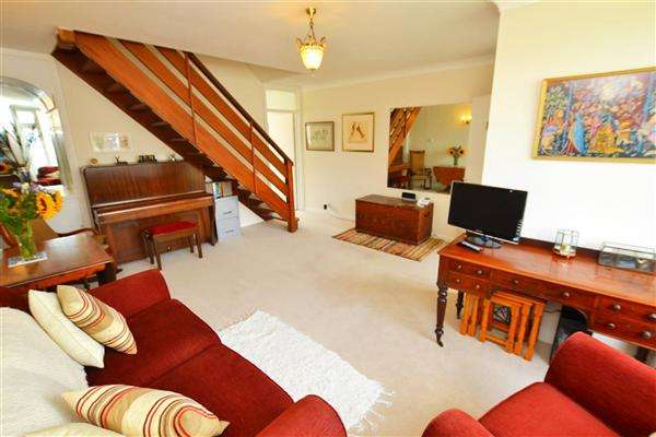 2 Bedrooms Terraced House for sale in Pevensey Close, Isleworth