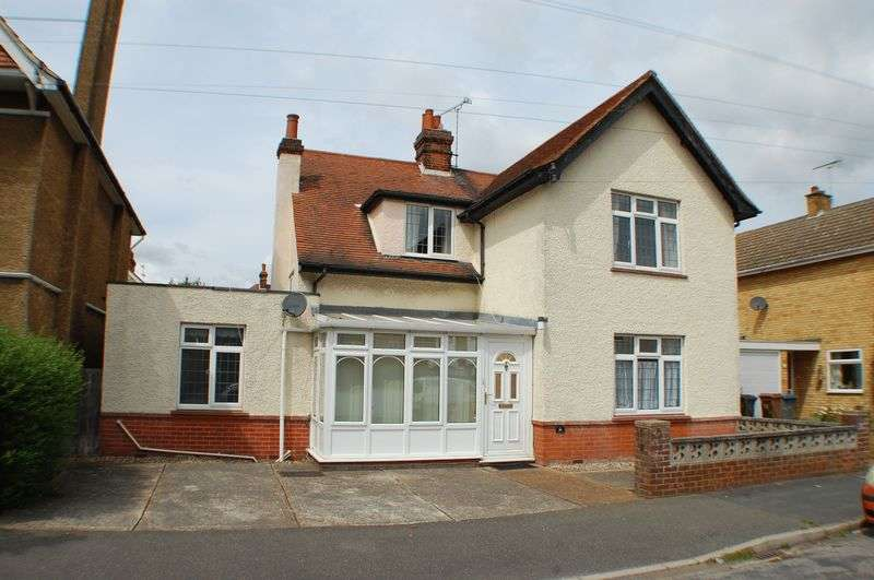 4 Bedrooms Detached House for sale in Penfold Road, Felixstowe