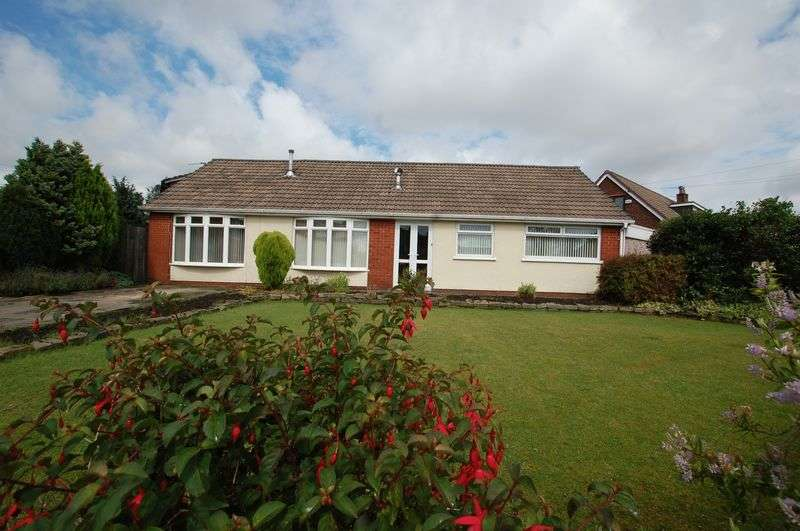 3 Bedrooms Detached Bungalow for sale in Baron Walk, Bolton