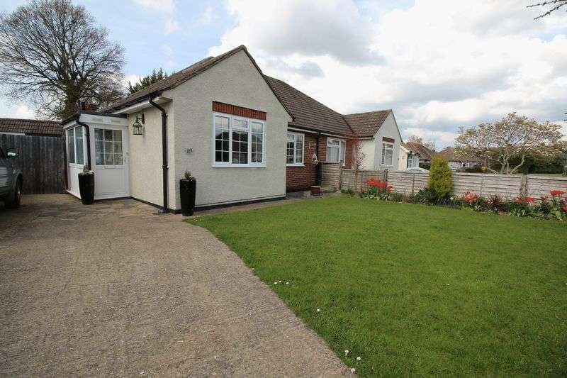 2 Bedrooms Semi Detached Bungalow for sale in Blundell Avenue, Horley