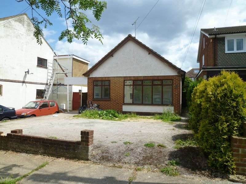 3 Bedrooms Detached Bungalow for sale in Parkstone Avenue, Benfleet