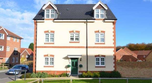 6 Bedrooms Detached House for sale in 1 Lucinda Walk, Bagshot, Surrey, GU19 5FF
