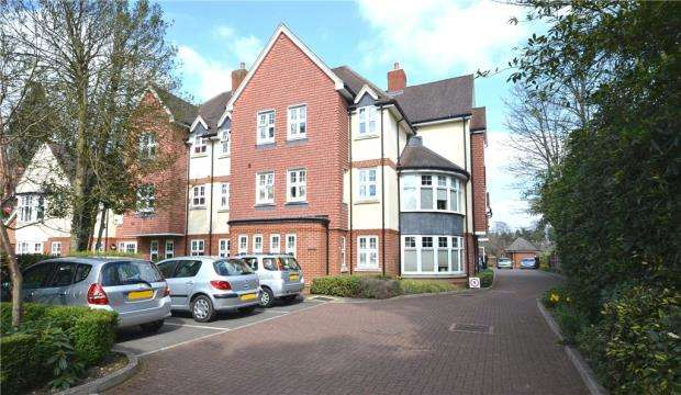 2 Bedrooms Retirement Property for sale in Sycamore Grange, Branksomewood Road, Fleet