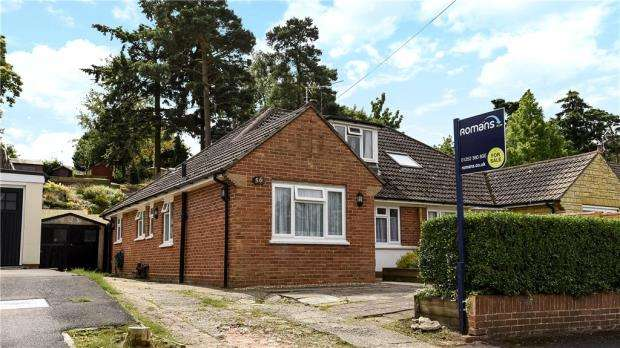 4 Bedrooms Semi Detached House for sale in Ferndale Road, Church Crookham, Fleet
