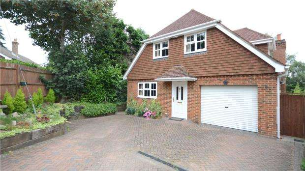 4 Bedrooms Detached House for sale in Ball & Wicket Lane, Farnham, Surrey