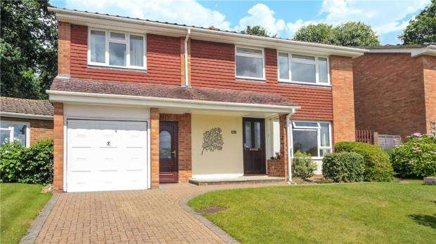 4 Bedrooms Detached House for sale in Copse Avenue, Farnham, Surrey
