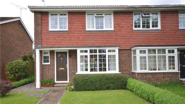 3 Bedrooms Semi Detached House for sale in Dorchester Close, Maidenhead, Berkshire