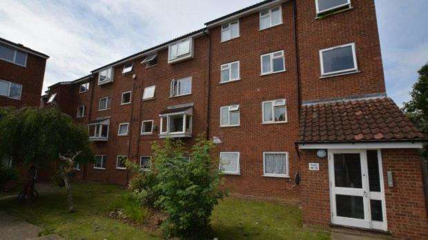 2 Bedrooms Apartment Flat for sale in Makepeace Road, Northolt, Middlesex