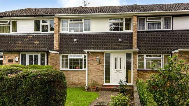 3 Bedrooms Terraced House for sale in Highgate Road, Woodley, Reading