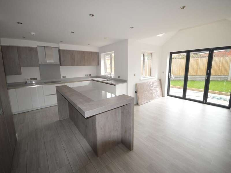 5 Bedrooms Detached House for sale in Cranmer Close, Blaby, Leicester, LE8