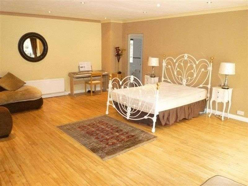 5 Bedrooms Detached Bungalow for sale in Chelmsford Road, Maldon