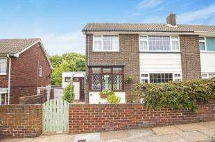 3 Bedrooms Semi Detached House for sale in Knights Templars, Dover, Kent