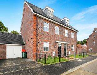 3 Bedrooms Semi Detached House for sale in Somerley Drive, Crawley, West Sussex