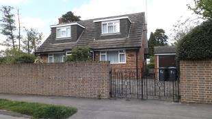 3 Bedrooms Detached House for sale in New Town, Copthorne, West Sussex