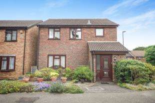 3 Bedrooms Detached House for sale in Tindale Close, Sanderstead, South Croydon, .
