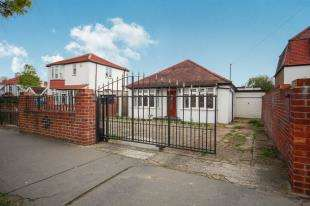 4 Bedrooms Bungalow for sale in The Glade, Shirley, Surrey, Croydon