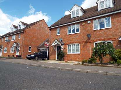 4 Bedrooms Semi Detached House for sale in Swale Close, Stevenage, Hertfordshire