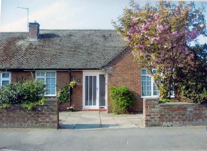 3 Bedrooms Semi Detached Bungalow for sale in Hart Street, Southport, Southport