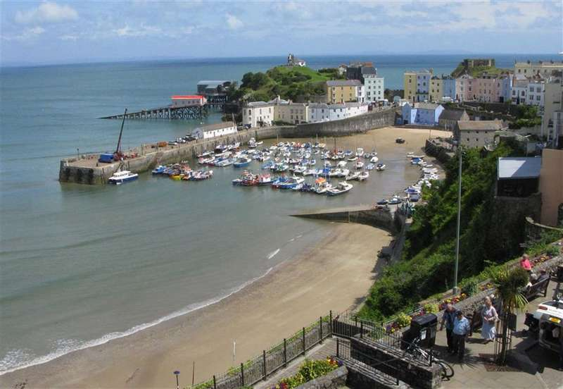 1 Bedroom Flat for sale in Beach Top Court, High Street, Tenby