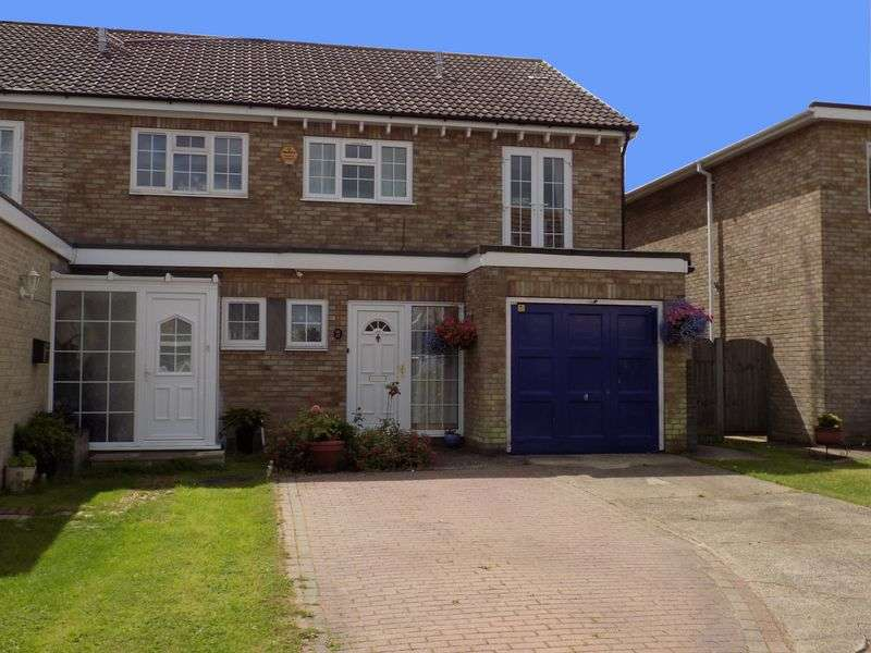 4 Bedrooms Semi Detached House for sale in Situated in the ever popular Thornwood cul-de-sac, is this FOUR BEDROOM Semi-detached family home benefiting from off road parking, garage, 20ft sitti