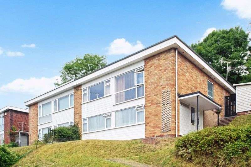 3 Bedrooms Semi Detached House for sale in Combe Rise, High Wycombe