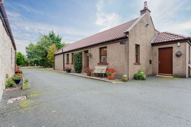 3 Bedrooms Cottage House for sale in Bothkenner, Falkirk, Forth Valley & The Trossachs, FK2 8PP