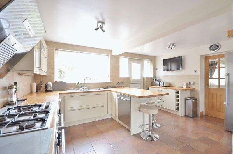 5 Bedrooms Semi Detached House for sale in Westfield Drive, Egremont