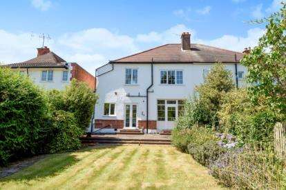 4 Bedrooms Semi Detached House for sale in Malford Grove, South Woodford, London