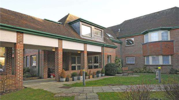 1 Bedroom Retirement Property for sale in Tockington Court, Oaklands, Yateley
