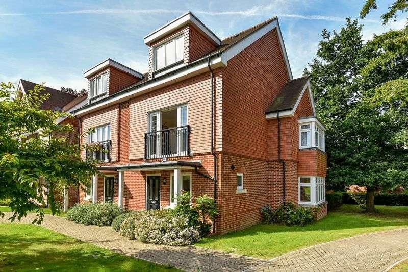 4 Bedrooms Semi Detached House for sale in Elliston Way, Ashtead