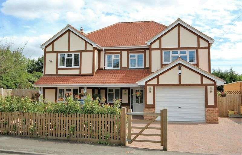 5 Bedrooms Detached House for sale in Hanging Hill Lane, Hutton