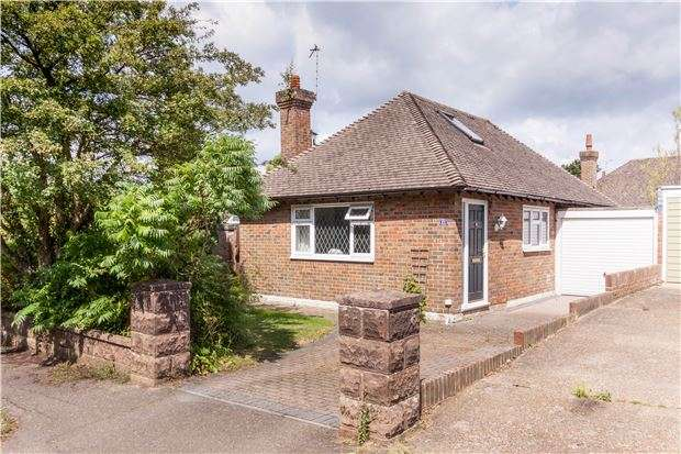 3 Bedrooms Detached House for sale in Hawks Town Gardens, HAILSHAM