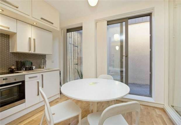1 Bedroom Flat for sale in Holmes Road, Kentish Town, London