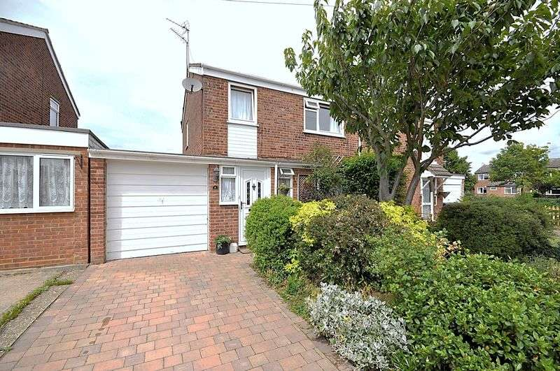 3 Bedrooms Semi Detached House for sale in Valiant Road, St Ives
