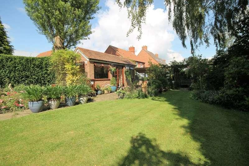 4 Bedrooms Detached House for sale in Bradgate Road, Hinckley