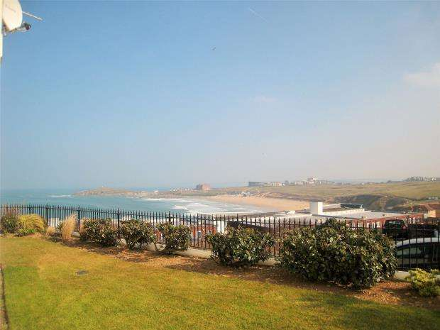 2 Bedrooms Flat for sale in Pentire Heights, Pentire Avenue, Newquay, Cornwall