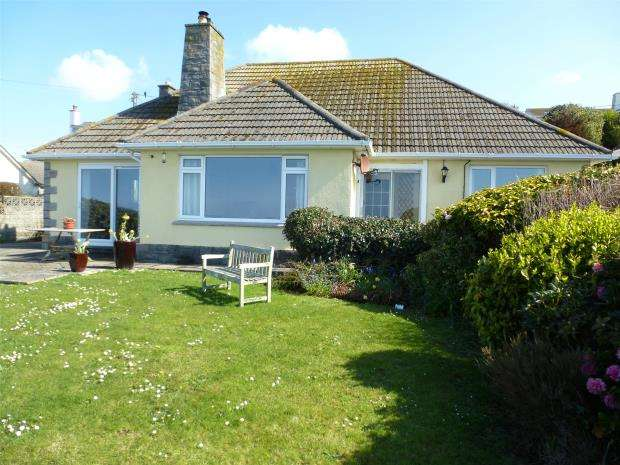 4 Bedrooms Detached Bungalow for sale in Trewelloe Road, Praa Sands, Penzance, Cornwall