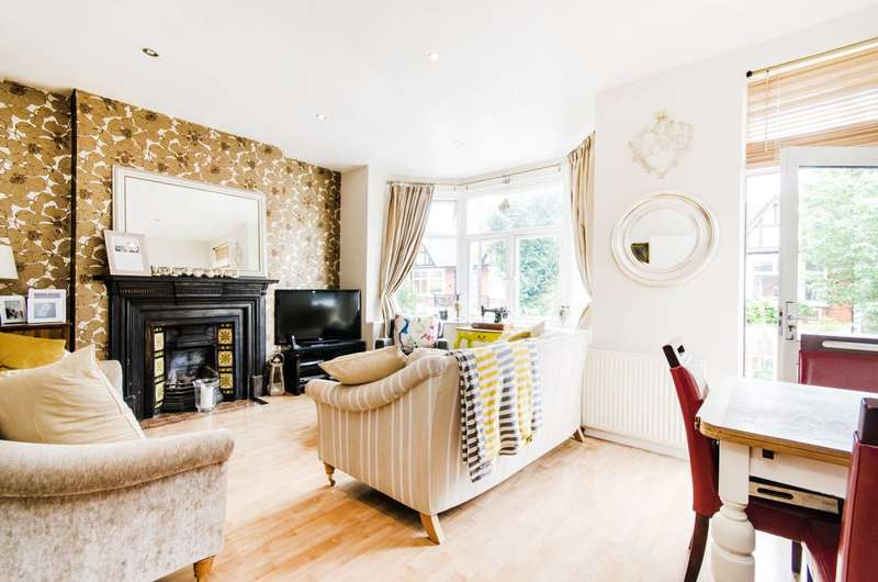 3 Bedrooms Flat for sale in Whitehall Gardens, Acton, W3