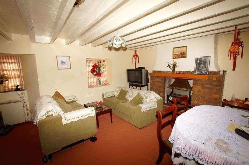 3 Bedrooms Detached House for sale in Rhydygaled, New Brighton, Mold