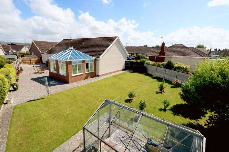 3 Bedrooms Detached Bungalow for sale in Barrfield Close, Rhuddlan