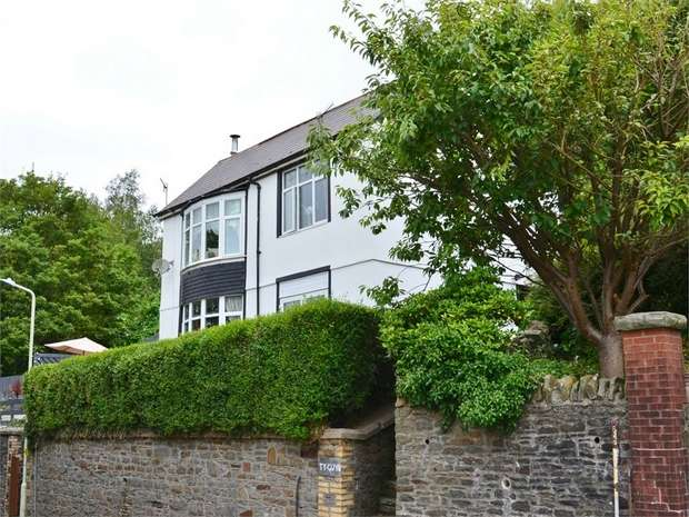 3 Bedrooms Detached House for sale in Brynteg, Treharris, TREHARRIS, Mid Glamorgan