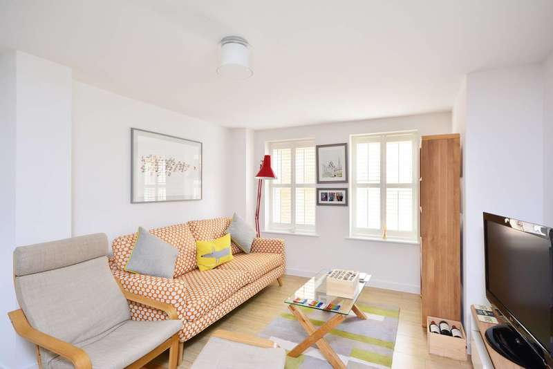 2 Bedrooms Flat for sale in Victoria Road, Surbiton, KT6