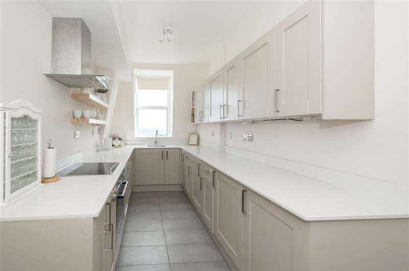 3 Bedrooms Flat for sale in Kings Gardens, Hove, East Sussex, BN3